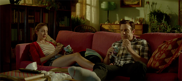 Jason Sudeikis & Alison Brie are Sleeping With Other People in New Trailer