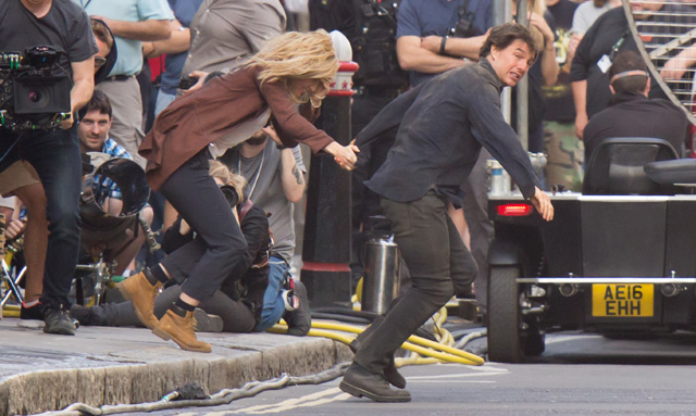 Tom Cruise and Annabelle Wallis Photos from The Mummy Set