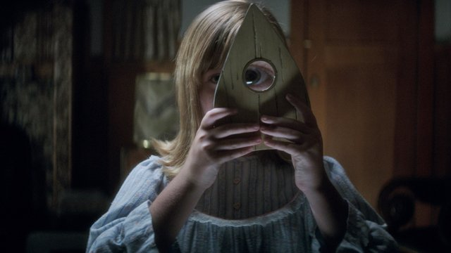ComingSoon.net sits down with Ouija: Origin of Evil stars Annalise Basso, Elizabeth Reaser, Henry Thomas and Lulu Wilson. Catch the film in theaters Friday.