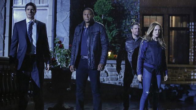 Team Arrow and the Legends are Stuck in a Hallucination in Arrow Crossover Promo