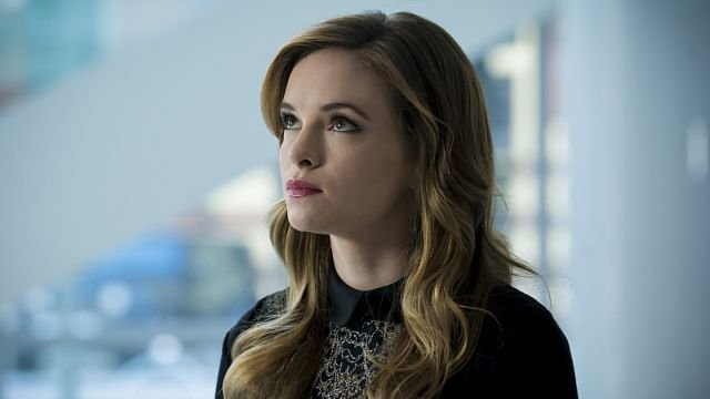 Caitlin Chills Out in The Flash Episode 3.05 Clip