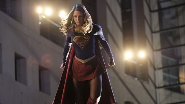 Supergirl Takes on Bank Robbers with Lasers in Episode 2.05 Clip