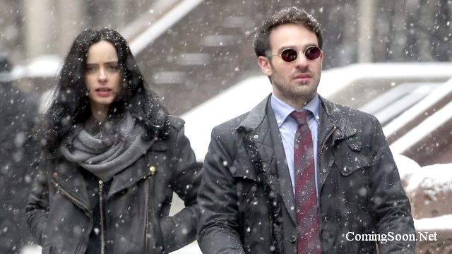 Daredevil and Jessica Jones Take a Winter Stroll in New Defenders Set Photos