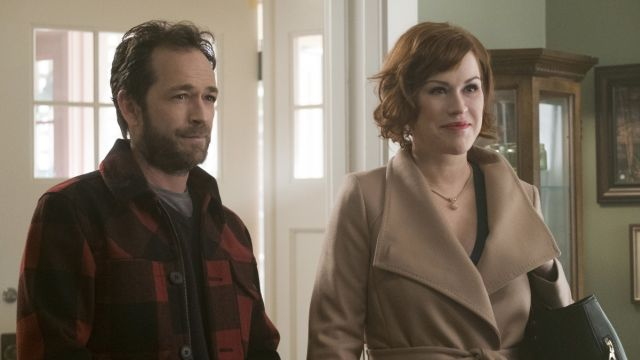 Molly Ringwald Arrives in Riverdale in Episode 10 Photos
