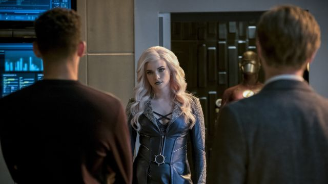 Killer Frost Teams Up with The Flash in New Episode Photos