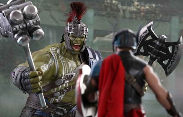 Thor: Ragnarok Gladiator Hulk and Roadworn Thor Figures