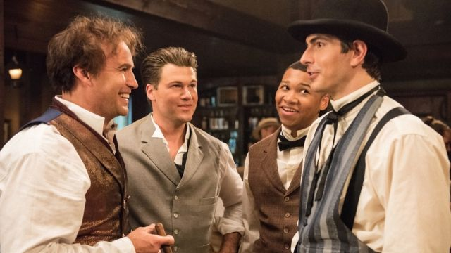 The Legends Meet PT Barnum & Join the Circus in Episode 3.02 Photos
