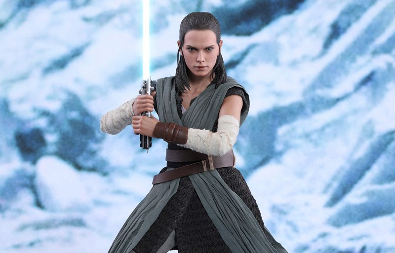 Rey Jedi Training Hot Toys Figure for Star Wars: The Last Jedi