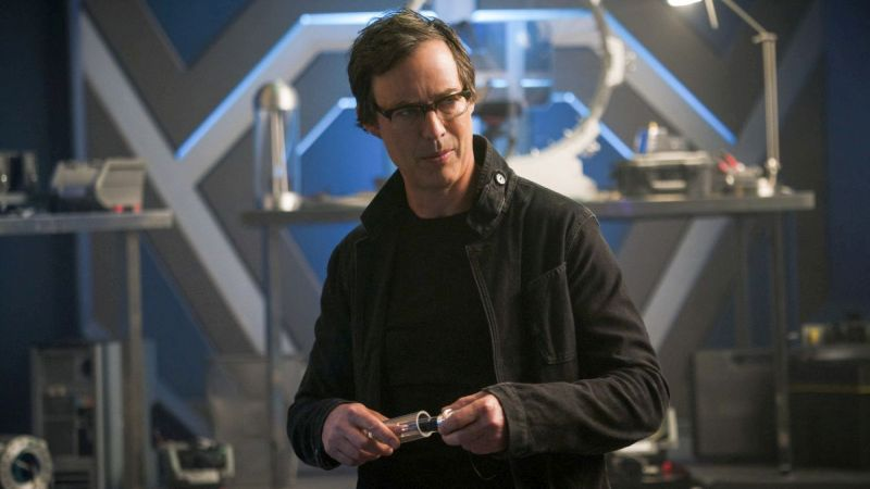 New The Flash Photos: Harry and the Harrisons