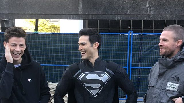 First Look at Superman With the New Arrowverse Crossover Set Photo