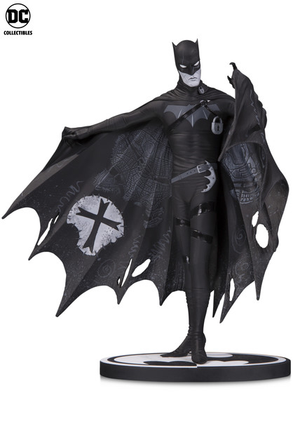 BATMAN: BLACK & WHITE STATUES