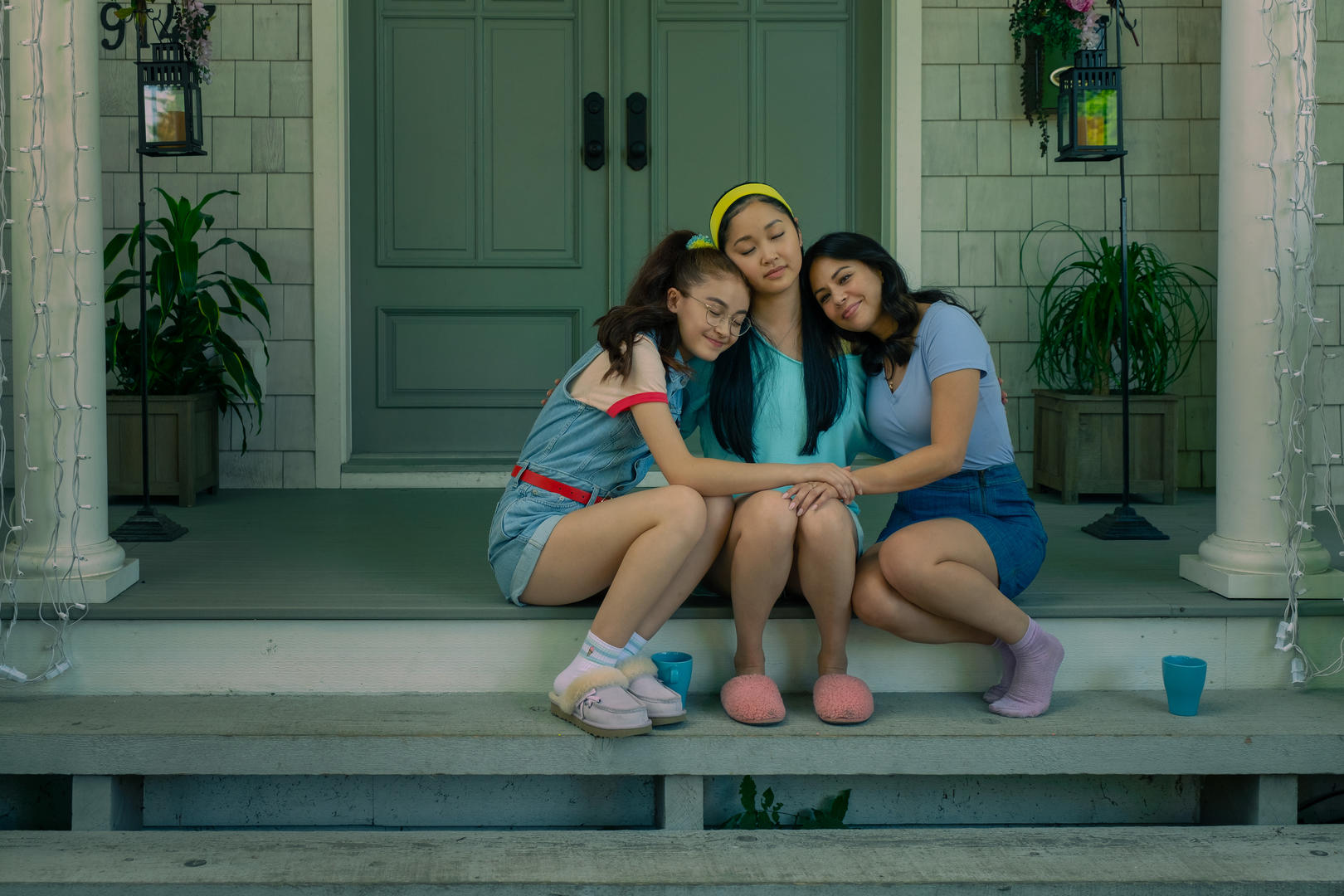 TO ALL THE BOYS: ALWAYS AND FOREVER (L-R): ANNA CATHCART as KITTY, LANA CONDOR as LARA JEAN, JANEL PARRISH as MARGOT. KATIE YU/NETFLIX © 2021